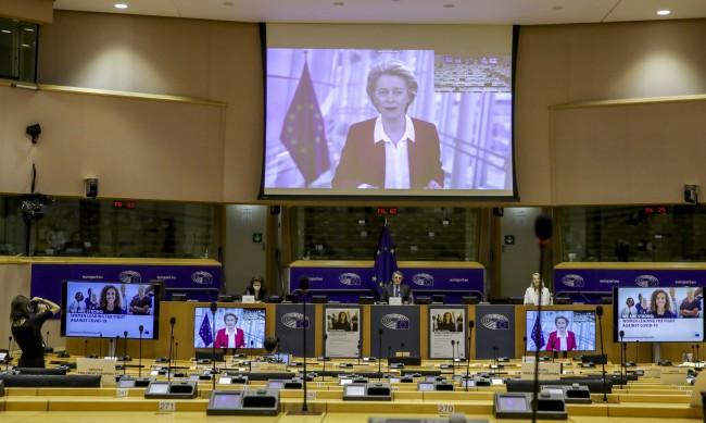 Депутатите в ЕС: Една трета са жени