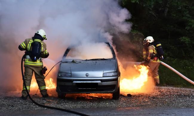 Запалиха автомобила на журналист от Червен бряг