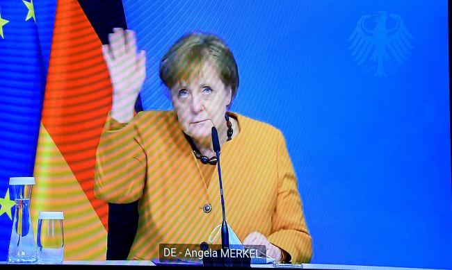 """Меркел е """"архитектът"""" зад фиаското с ваксините в Европа"""