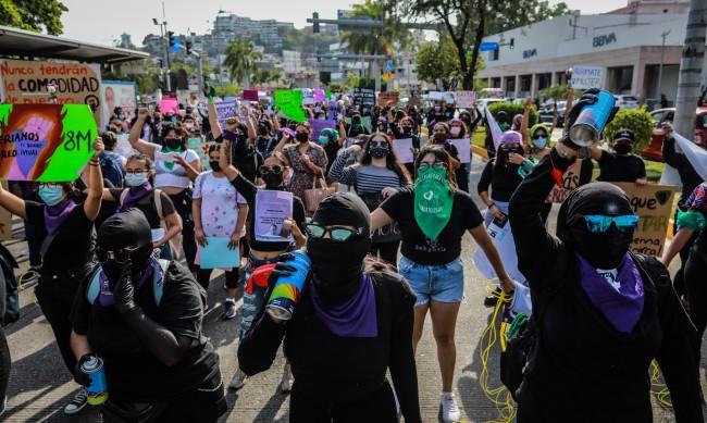 Хиляди жени протестираха в Мексико срещу сексисткото насилие