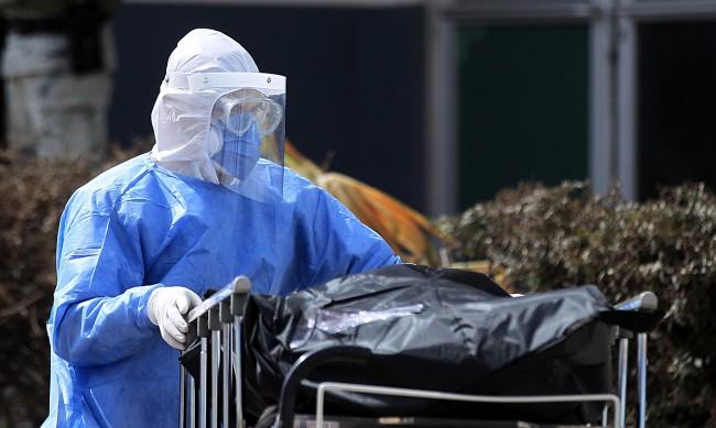 Над 700 000 починали с коронавирус в Латинска Америка и Карибите
