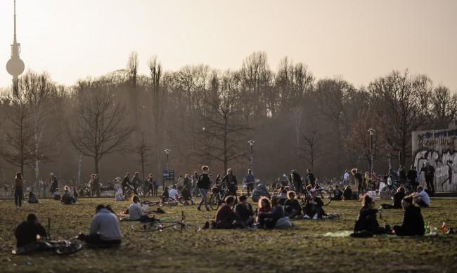 Една година локдаун в Европа: Как се промениха европейците?