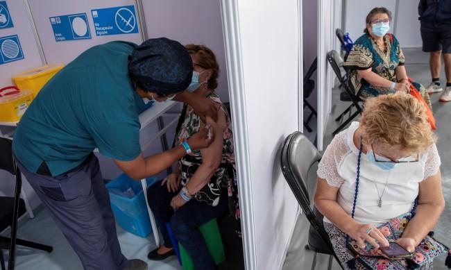 Чили измести Израел от първото място по темп на ваксиниране