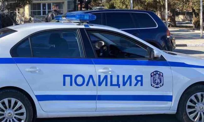 Полицаи пострадаха при арест в Синдел