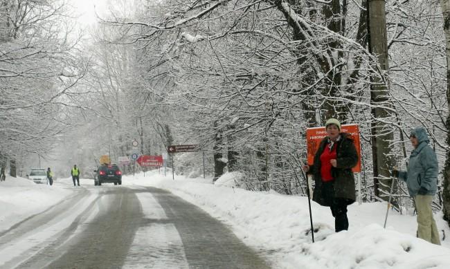 Възстановено е движението по пътя между Драгалевци и Алеко
