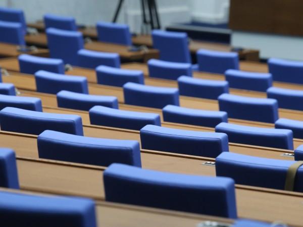 Централната избирателна комисия заличи регистрацията на кандидати за народни представители.Установено