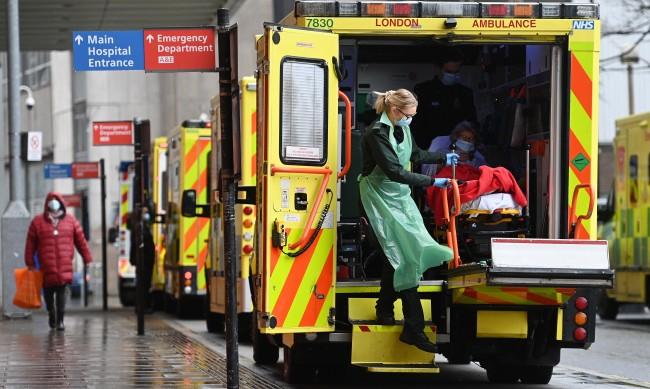 Великобритания се впусна в търсене на медсестри по света