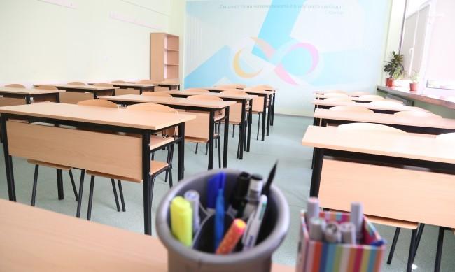 Редица забрани влизат от днес, ученици минават онлайн