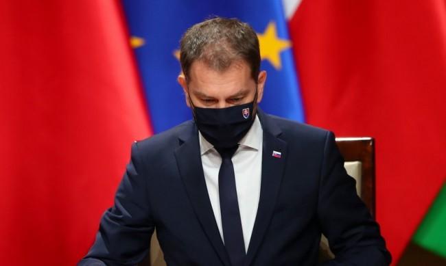 """""""Спутник V"""" предизвика оставка на министър в Словакия"""