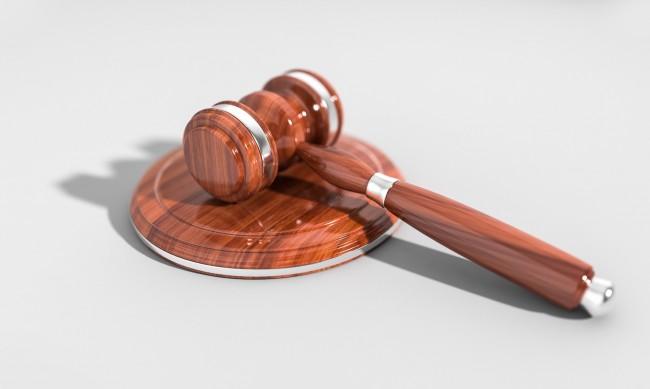 Осъдиха 42-годишен, живял с 13-годишно момиче