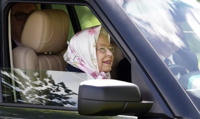 Защо Елизабет II никога не слага предпазнен колан?