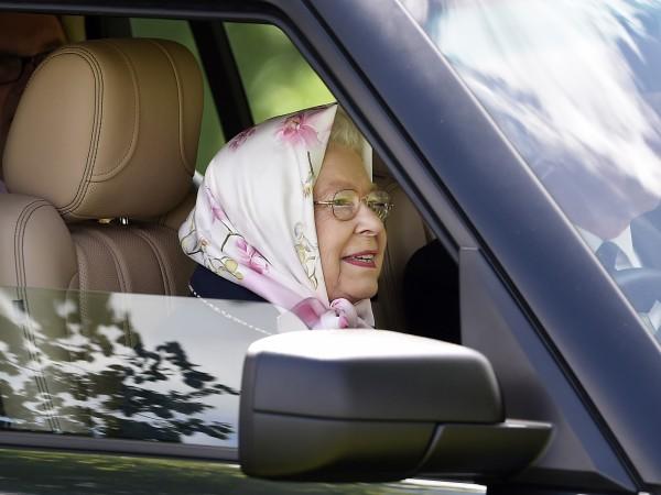 Британската кралица Елизабет II отново попадна в центъра на медийното
