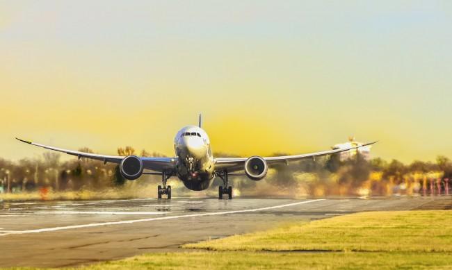 Летищата в САЩ отчитат най-големия брой пътници от март 2020 г.