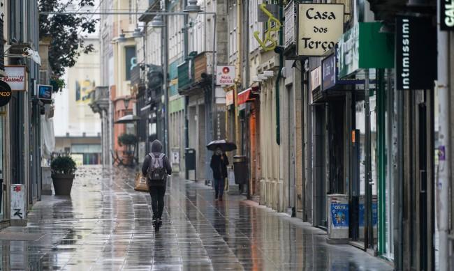 Португалия започва първия етап по разхлабването на мерките