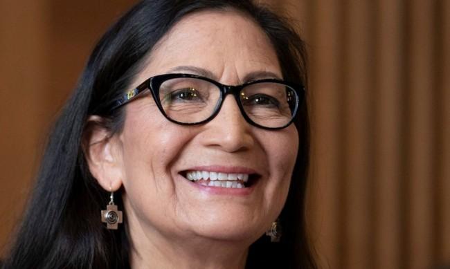 Историческо в САЩ: Индианка е федерален министър