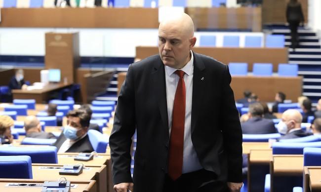 Гешев: Задържахме милиони фалшиви долари и евро в столицата