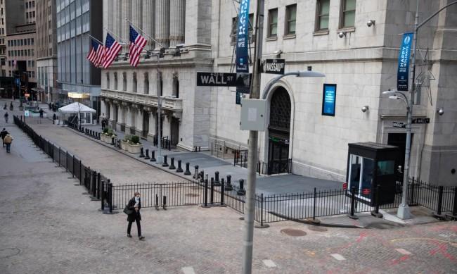 Повишен оптимизъм за глобалните акции, показват анкети сред инвеститори