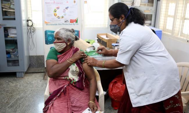 Китай, Русия и Индия произвеждат ваксини, но защо имунизацията там се бави?
