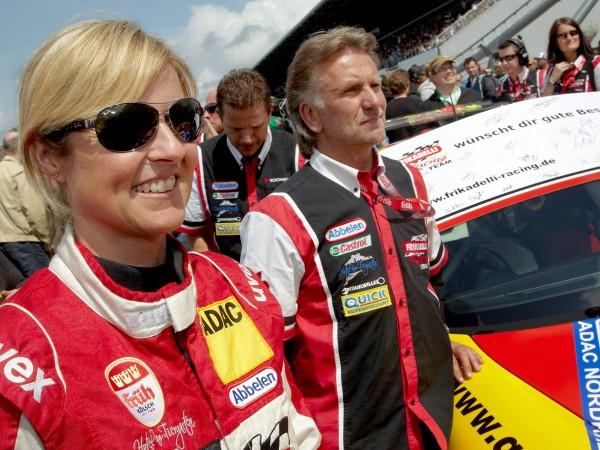 Сабине Шмиц, една от най-популярните автомобилни състезателки в света, почина