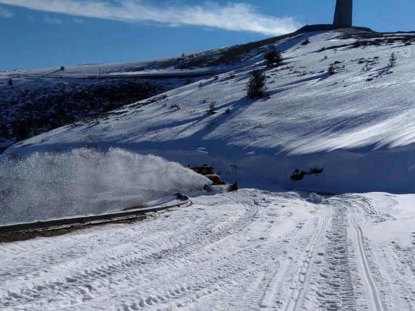 Близо 80 сантиметра сняг натрупа във високопланинските села от община