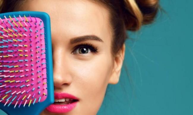 Четка или гребен - кое е подходящо за вашата коса?