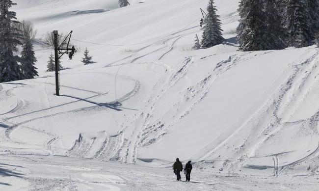 """Снегът на Витоша отново затвори пътя за хижа """"Алеко"""""""