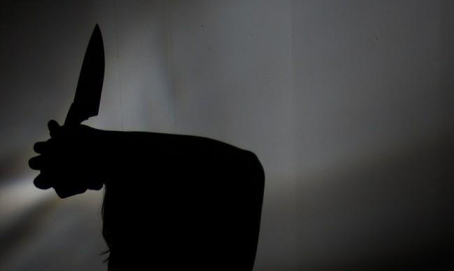 Екшън в Бургас - мъж извади нож на охраната в мол