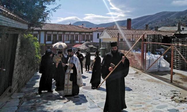 Монасите в Света гора започнаха да се ваксинират