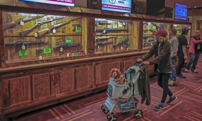 Байдън иска забрана на автоматичните огнестрелни оръжия