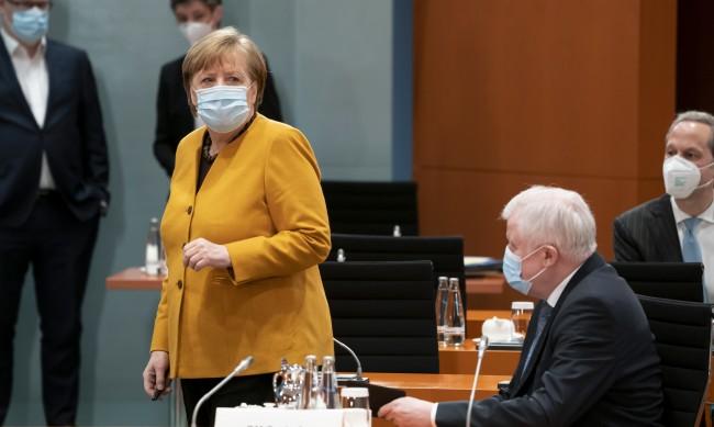 Меркел се отказва от строгия локдаун по Великден
