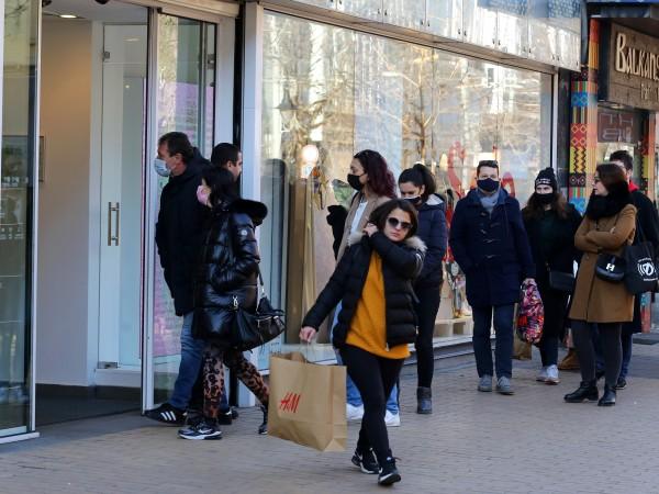 Големите магазини може да отворят, но при нови условия. Това