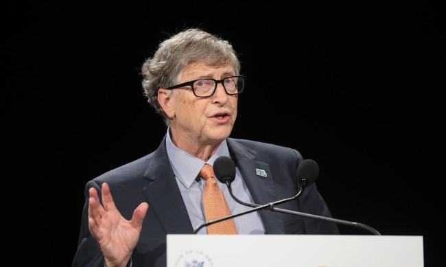 Бил Гейтс: Светът ще се нормализира до края на 2022 г.