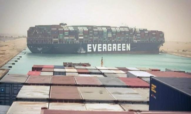 Опитите за отварянето на Суецкия канал продължават