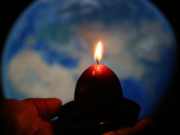 Градовете по света изключват светлините си в събота за Часа