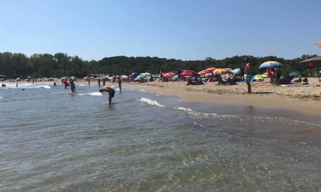 На плажа ни очакват по-големи барове, каква ще бъде цената на сянката?