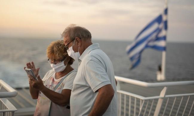 Гърция ще приеме туристи извън ЕС само от страни с много ваксинирани