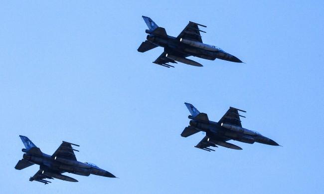 Самолети на НАТО прехващали руски изтребители десет пъти