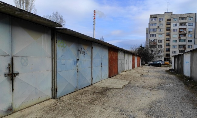 В столичния Район Младост вече над 200 незаконни гаражни клетки