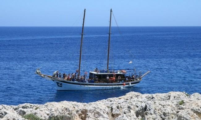 Кипър се отваря от днес официално за туристи от 65 държави