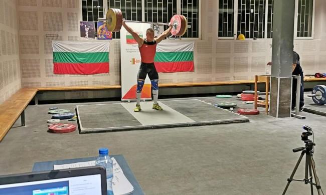 Щангистите ни тръгват към Москва със заявка за медали