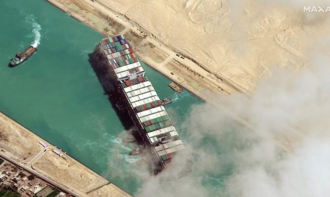 Конспирация: Корабът в Суецкия канал возел секс роби за топ демократи