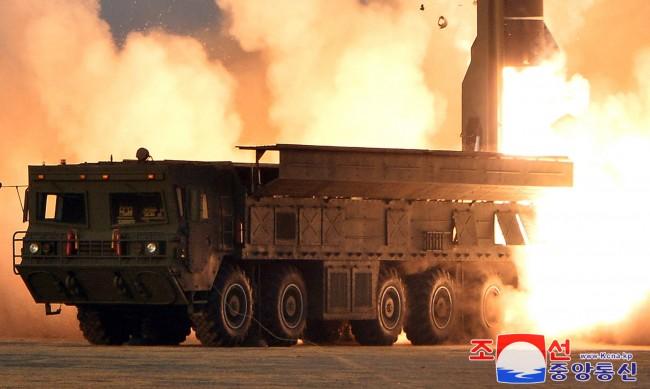 ООН: Северна Корея смята да въоръжи ракетите си с ядрени глави