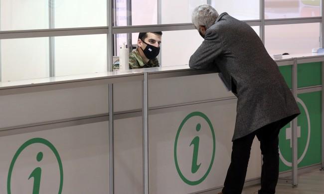 В Гърция ще ходят веднъж дневно на пазар със SMS
