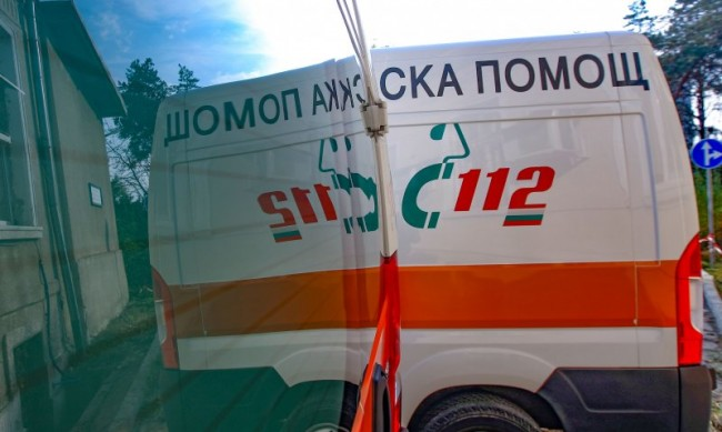 Мъж припадна пред изборна секция, почина в болница
