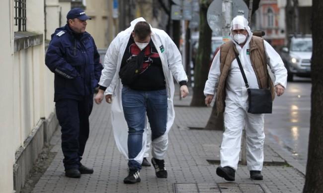 Един екип с мобилна урна обикаля 20-30 адреса в София