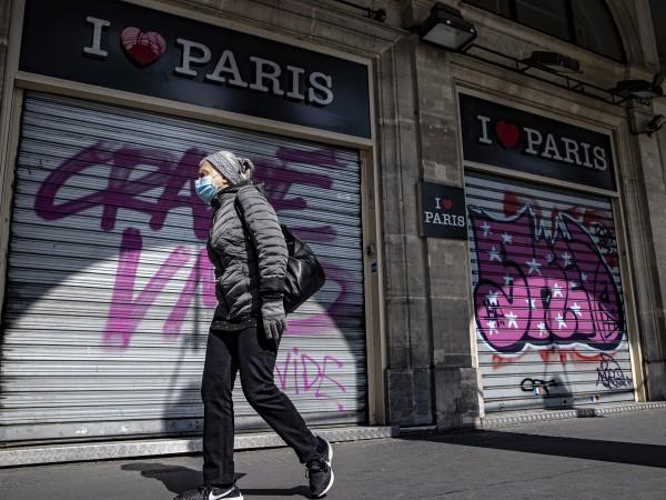 Франция навлезе в трета национална карантина. Хиляди полицаи са мобилизирани,
