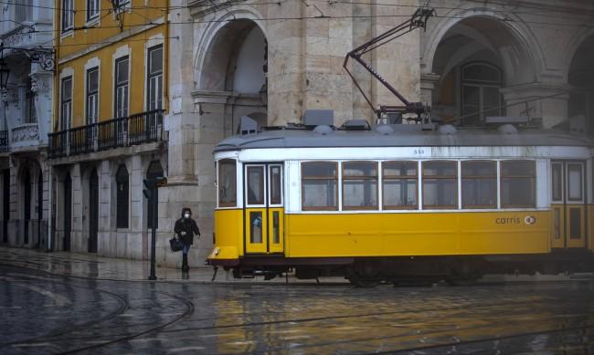 Португалия отваря училища и кафе терасите след 2 месеца локдаун