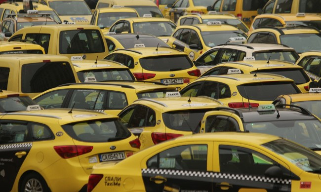 Бургазлии ще броят 1,50 лв. при качване в такси