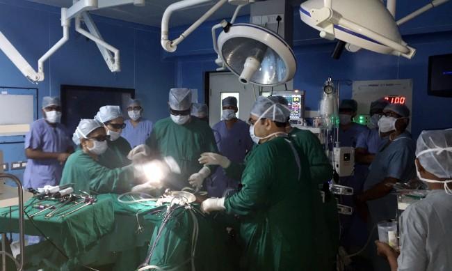 За първи път трансплантираха бял дроб от живи донори