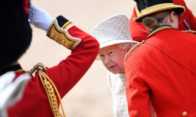 Притежава ли КГБ писма, които могат да сринат кралското семейство?